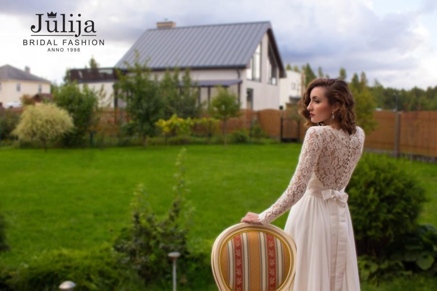 Свадьба - Simple wedding dress, long sleeves, closed lace back wedding dresss, slim wedding dress, beach wedding dress, boho wedding dress, bridal