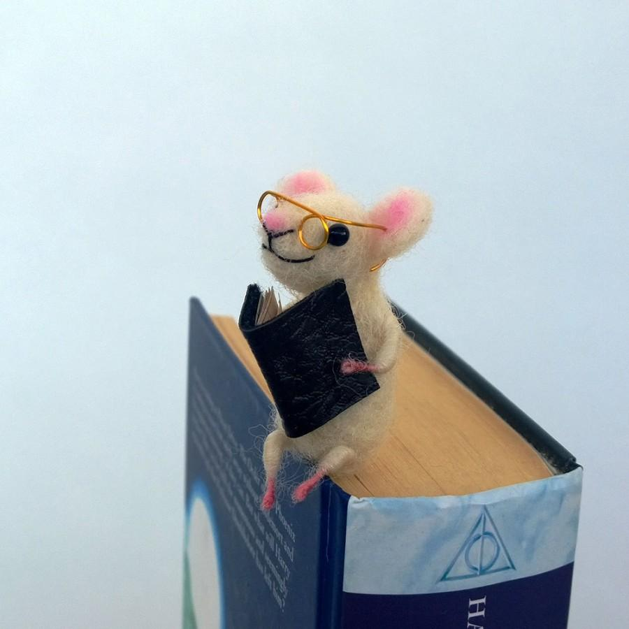 زفاف - Felt miniature mouse bookmark White woolen mouse Animal miniature Waldorf Funny gift idea Comical idea Book lovers Sweet figurine bookmark