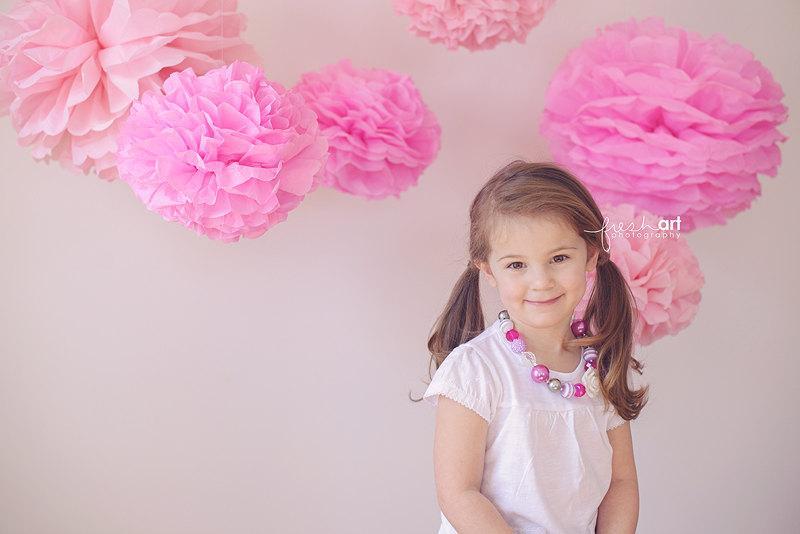 Hochzeit - Tissue paper pom poms,  baby shower decorations, girl baby shower, paper decorations, paper pom pom, first birthday party decorations, poms