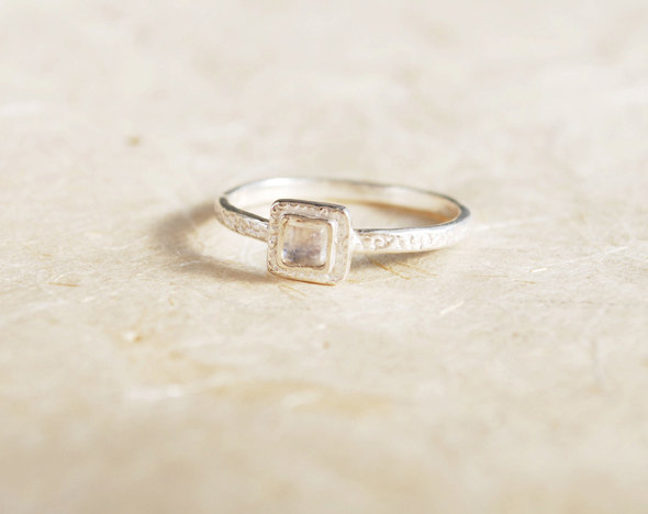 Свадьба - Promise Ring - Sterling Silver and Moonstone ring, Square Moonstone ring, Dainty Silver ring, Square gemstone ring, Small Moonstone ring