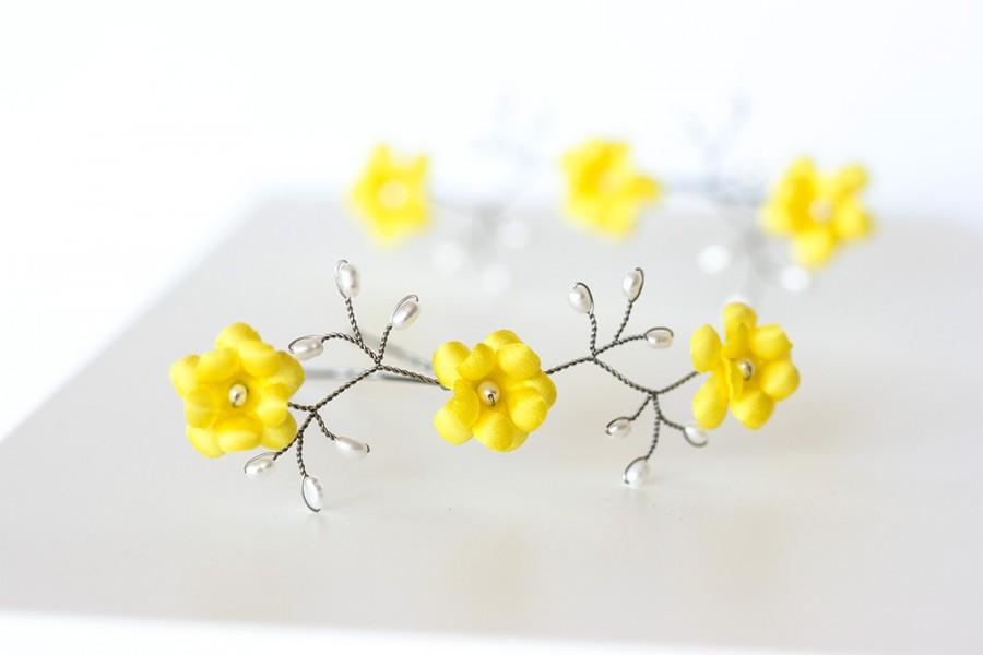 Свадьба - Yellow floral hair pins, Lemon yellow hair accessories, Flower hair accessory, Pearl silver hair pin, Yellow wedding, Flowers in hair.