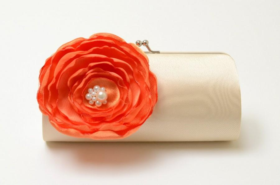 Hochzeit - Orange & Vanilla Cream Bridal Clutch - Bridesmaid Clutch - Kisslock Snap Bouquet Clutch - Orange Flowers ~ Ivory Pearls