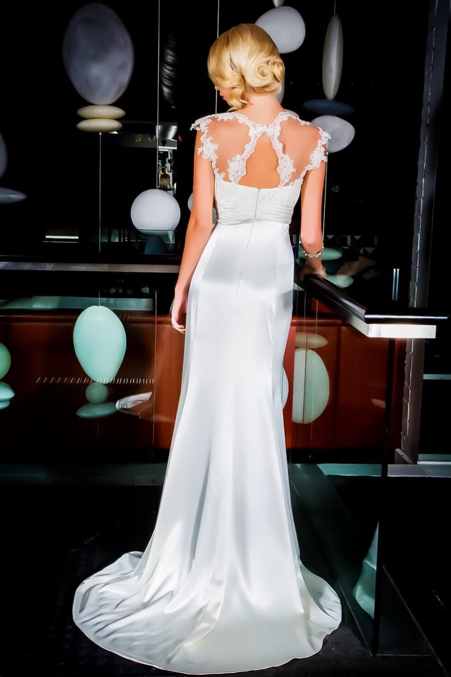 Свадьба - Stunning figure hugging gown with sweetheart neck line/ Simple Fit and Flare wedding dress/ Illusion key-hole back.