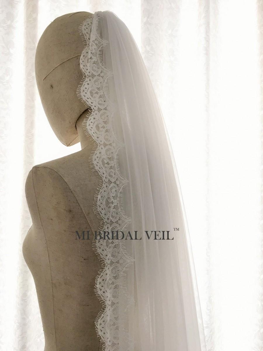 Свадьба - Boho Eyelash Lace Veil, Small Chantilly Lace Veil, Light Beach Veil in Fingertip, Waltz, Chapel and Cathedral Length, Soft Tulle Bridal Veil