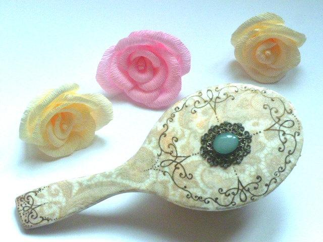 Свадьба - Hand Painted Wooden Hairbrush, Decoupaged Wooden hairbrush, Renaissance Hairbrush, Bride Gift, Women Gift, Bridesmaid Gift, Mother's day Gif