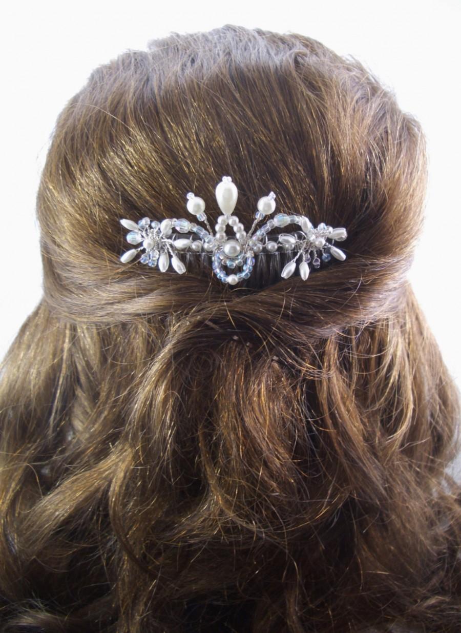 Свадьба - Bridal Hair Comb, FFT Original Design, Crystals Pearls Wedding Hairstyle Bride Flower Girl Veil Accessory