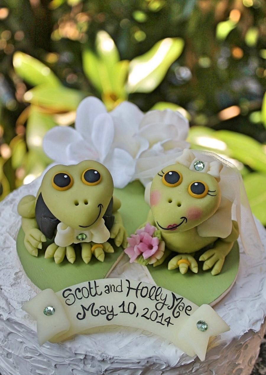Mariage - Wedding cake topper, custom frog cake topper, bride and groom cake topper on lily pad, frog prince, personalized wedding