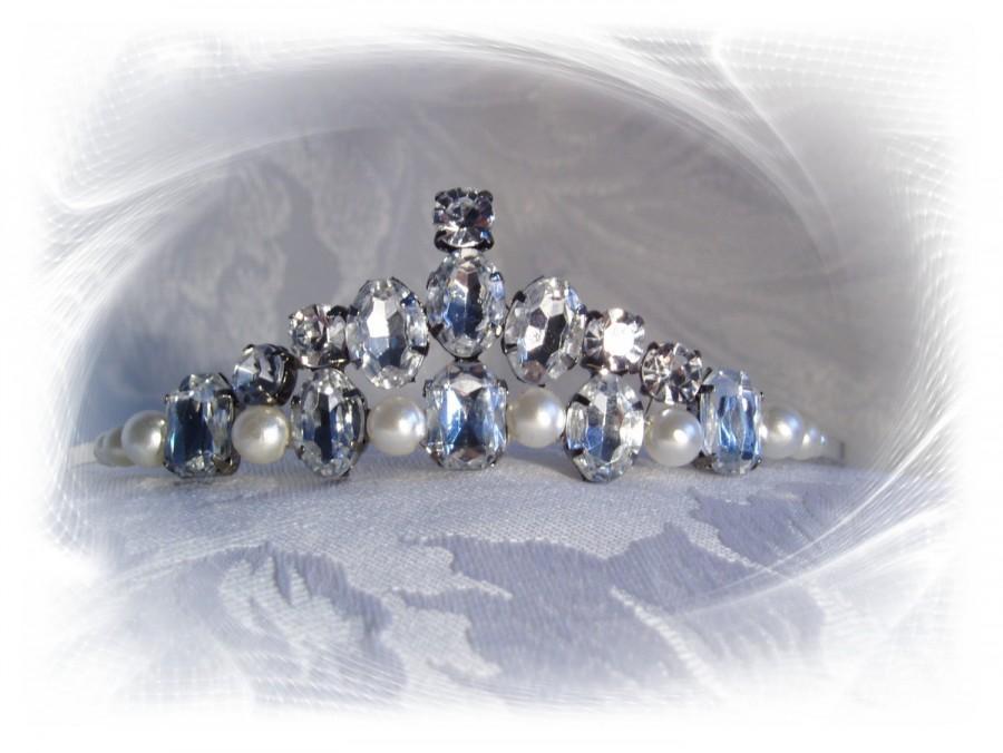 Свадьба - Silver Tiara. (Catherine)  Wedding or Prom Tiara. Handmade silver plated Tiara with Diamanté stones and White Pearls.