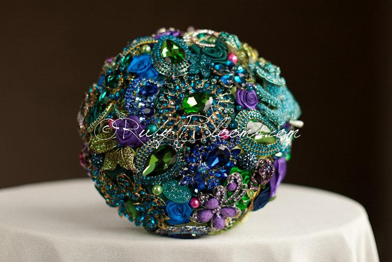 "Свадьба - Gold, Purple, Green Wedding brooch bouquet. ""Tales of Maharajah III"" Crystal Bling Jade Peacock Heirloom Bridal broach bouquet, Ruby Blooms"