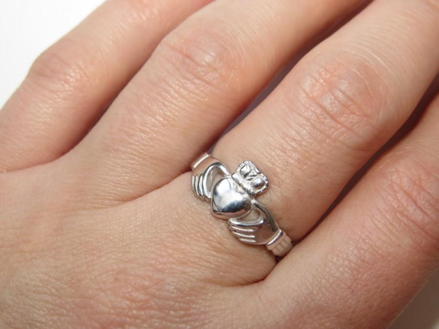 Свадьба - Claddagh ring, Sterling Silver  Claddagh Ring, Rhodium ring, Silver Claddagh,  Silver Heart Ring, Girlfriend, Engraving ring,  Unisex ring