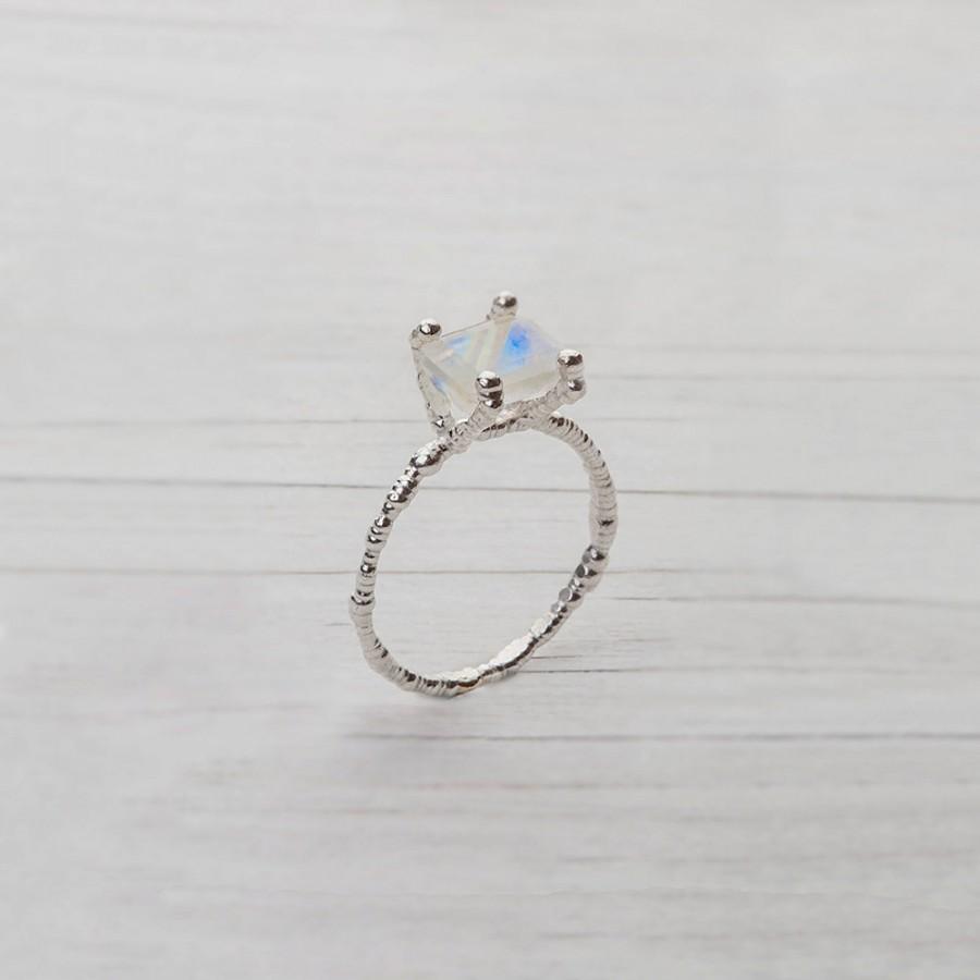 زفاف - 14 Karat White Gold Engagement Ring, set with White Moonstone