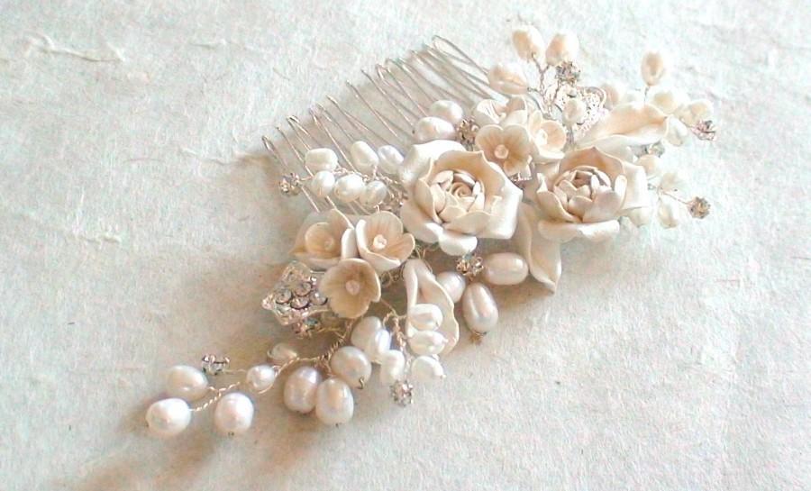 Mariage - Bridal hair comb. Flower/ pearl decorative combs. Wedding head piece. Pearl flower hair comb.