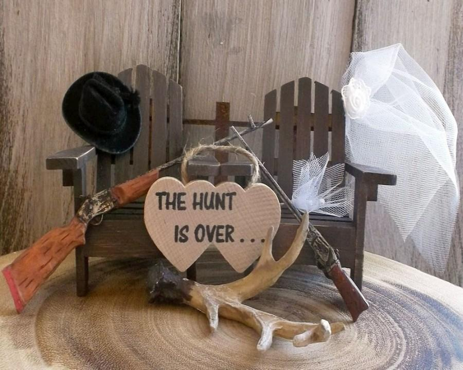 Hochzeit - Rustic Wedding - Rustic Cake Topper - Hunter Cake Topper - Adirondack Chair - Hunter Wedding - Deer Hunter - Unique Topper - Gun Topper