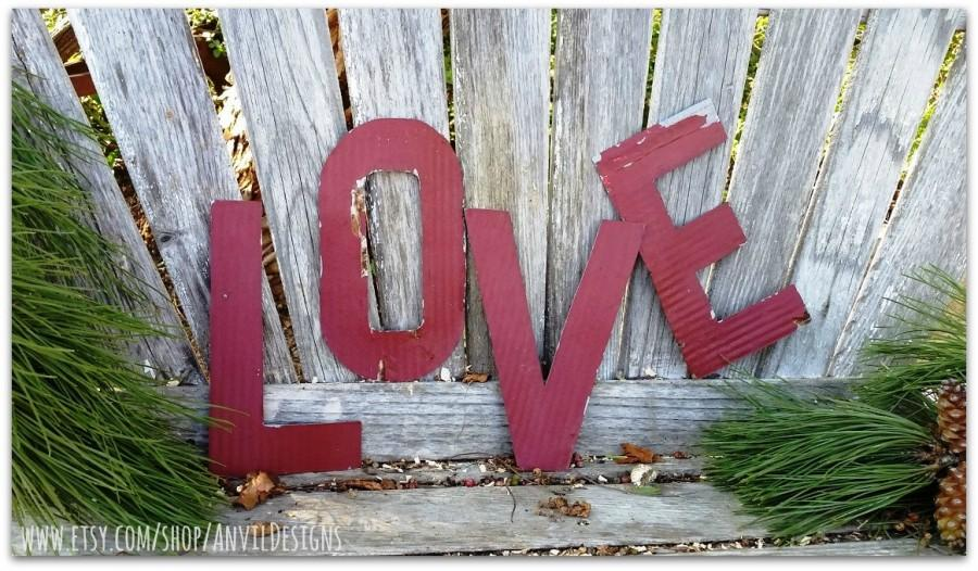Свадьба - Old Tin Letters, LOVE, Red, Hand Cut, Rustic Wedding, Wedding Prop, Engagement Prop, Photo Shoot, Bridal Shower, Photo Prop, Love Letters