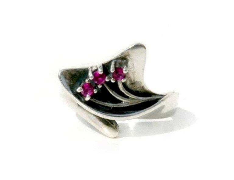 Свадьба - Red Ruby ring, three gemstone, sterling silver ring  July Birthstone