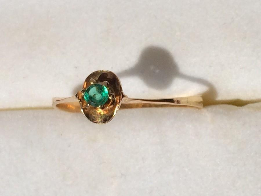 Mariage - Vintage Emerald Promise Ring in a 14k Yellow Gold Setting. May Birthstone. 20th Anniversary Stone. Emerald Stacking Ring. Estate Jewelry.