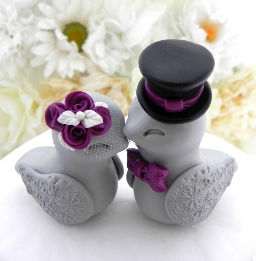 Mariage - Love Birds Wedding Cake Topper, White, Plum Purple, Black and Grey, Bride and Groom Keepsake, Fully Customizable