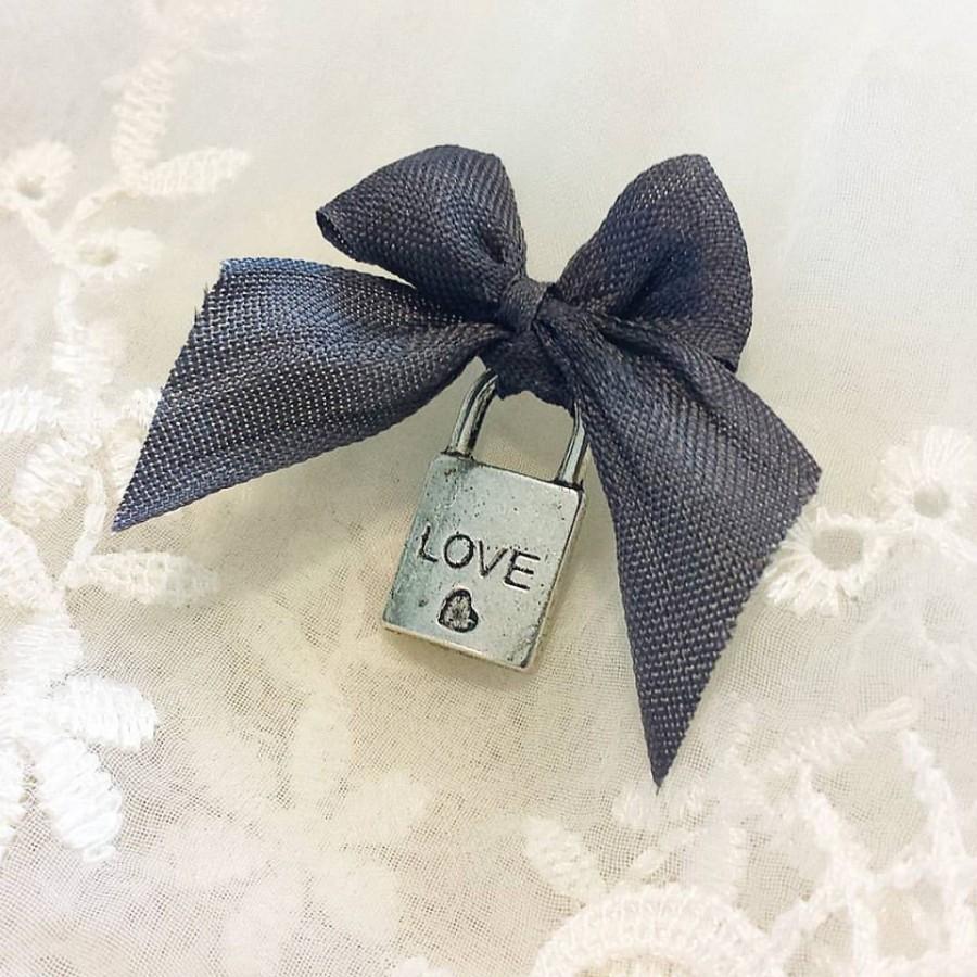 Mariage - Love Locks Bridal Pin for Garter. Wedding Dress. Bridal Shower Gift. Something Borrowed. Something New. Something Blue. Bow.