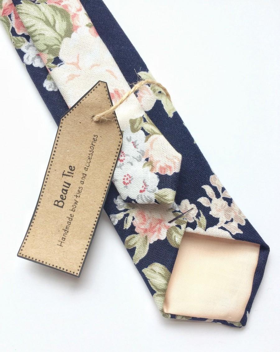 Свадьба - Floral tie, navy blue skinny tie, blush pink floral tie, mens skinny tie, wedding tie, men's floral tie