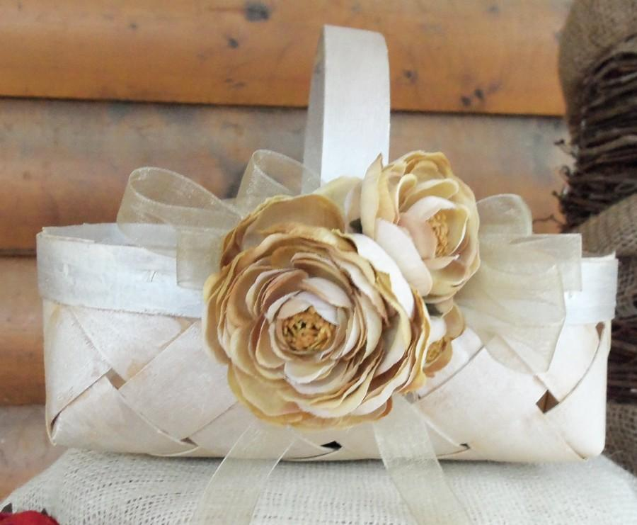 Hochzeit - Beautiful Rustic Flower Girl Basket with a Personalized Heart