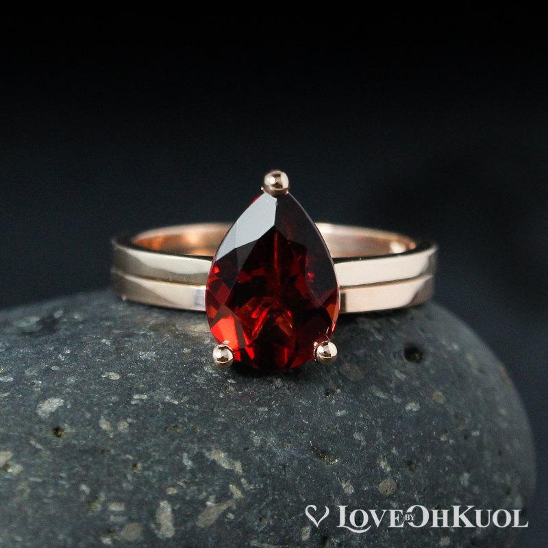 زفاف - Teardrop Garnet Engagement Ring and Band Set – 10Kt White Gold, Rose Gold, or Yellow Gold