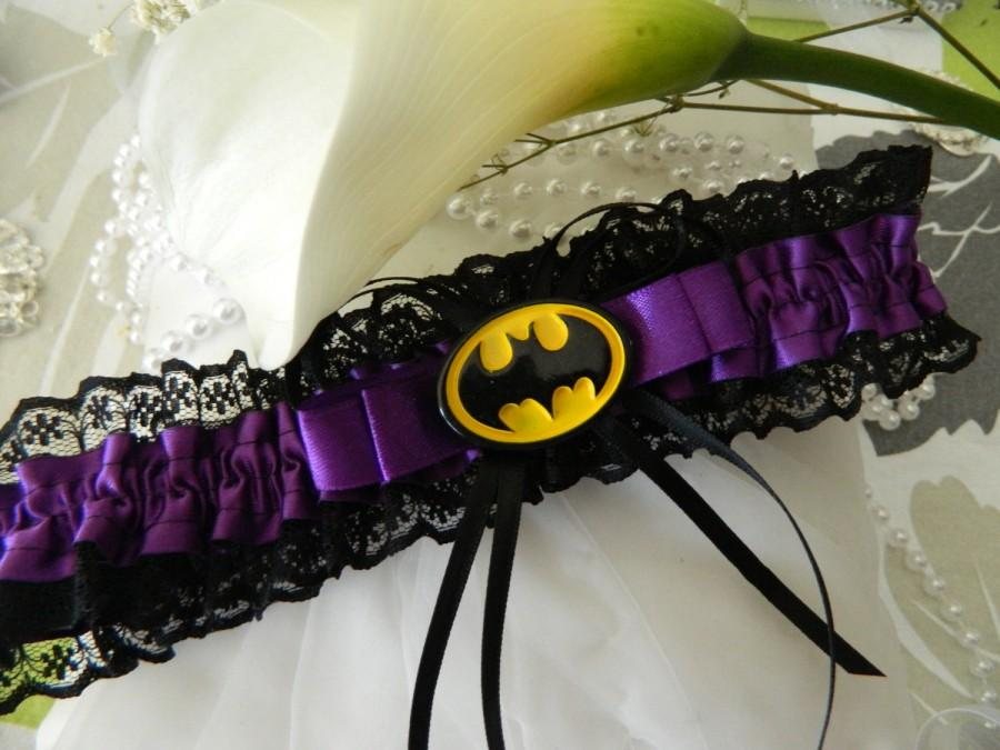 Mariage - Hen's night Garter -Wedding day garter alternative - Batman Themed Purple  and Black  lace garter