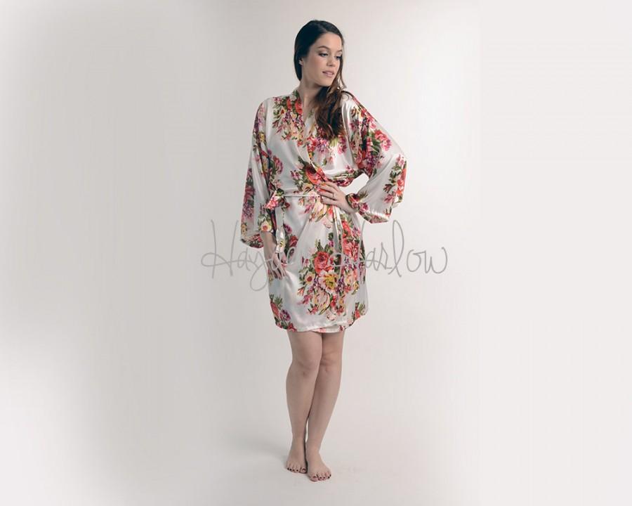 Mariage - White Floral Satin Robe - Bridesmaid Gift, Wedding Favor - Monogrammable - bridesmaid - flowergirl - large size