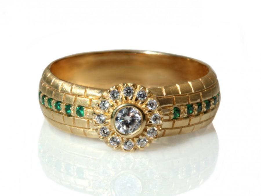 Mariage - Natural Diamonds engagement Ring, 14k solid gold diamond ring, halo diamond ring, hand engraved jerusalem wall ring, diamonds and emeralds