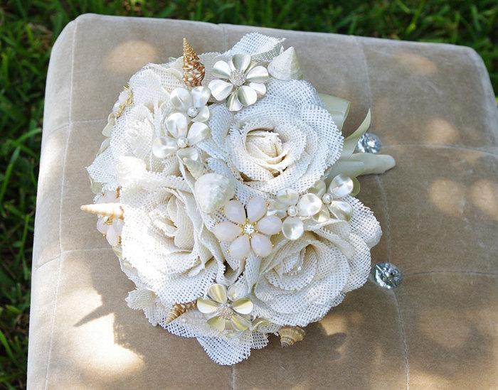 Mariage - Burlap Rustic Shabby Chic Beach Brooch and Seashell Wedding Bouquet - Champagne Roses and Brooch Jewel Bride Bouquet - Rhinestones