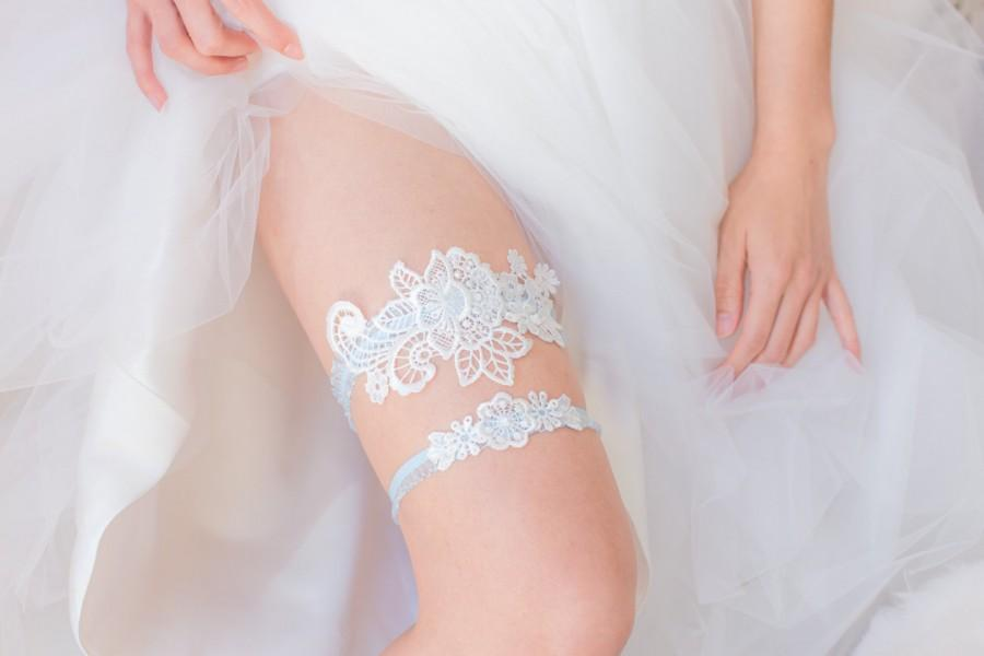 Hochzeit - Something Blue - Wedding Garter Set, Wedding Garter, White Lace, Blue lace band, Bridal Shower Gift, Lingerie