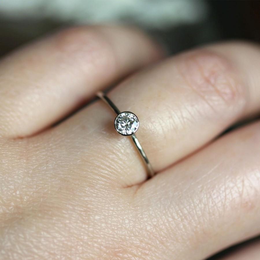 Mariage - 4mm Moissanite 14K Gold Engagement Ring, Stacking RIng - Made To Order