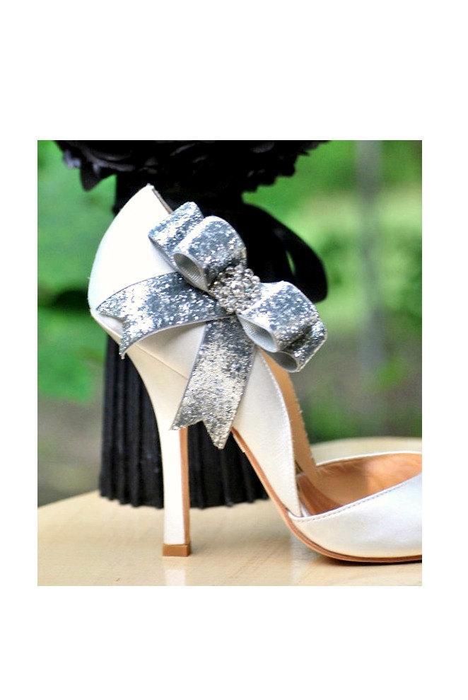 Свадьба - Sparkly Silver / Gold Bow Shoe Clips. Edgy Wedding 2015. Night Out Bridal Bride, Rhinestone Crystal Glitter Glittery Ribbon, Spring Fashion
