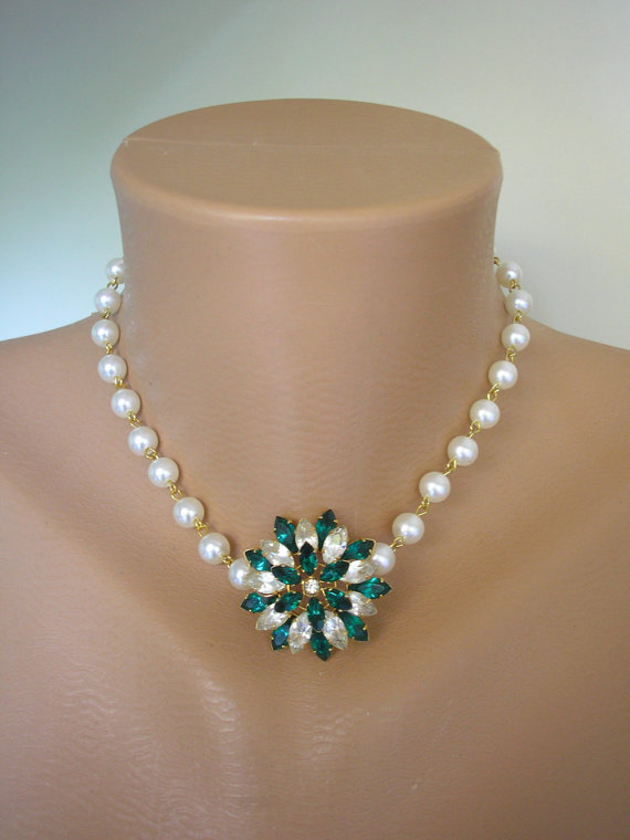 Hochzeit - Pearl Necklace, Emerald Rhinestone, Emerald and Pearl, Upcycled Jewelry, Gift For Woman, Bridal Jewelry, Rockabilly, Green Jewelry, Pearls