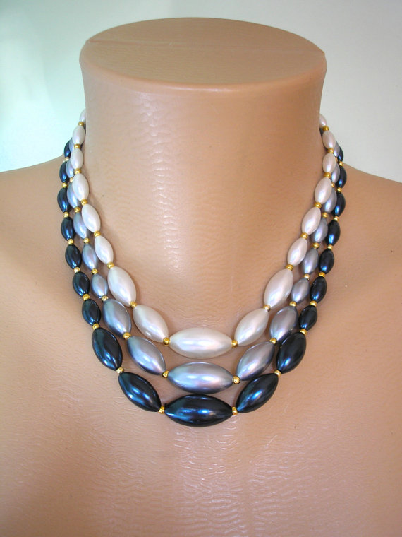 Hochzeit - Navy Pearls, Blue Pearl Necklace, Pearl Choker, 3 Strand, Bridal Pearls, Blue Ombre, Wedding Jewelry, 1950s Jewelry, Rockabilly, Hong Kong