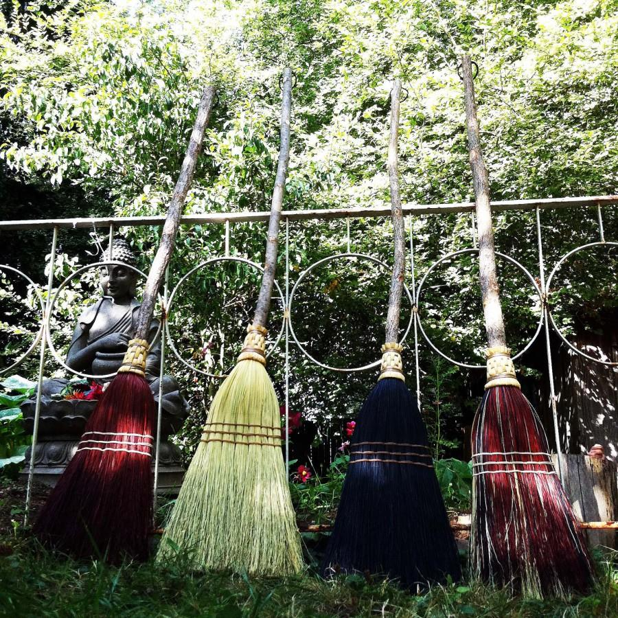 Свадьба - Rustic Wedding Broom in your choice of Natural, Black, Rust or Mixed Broomcorn