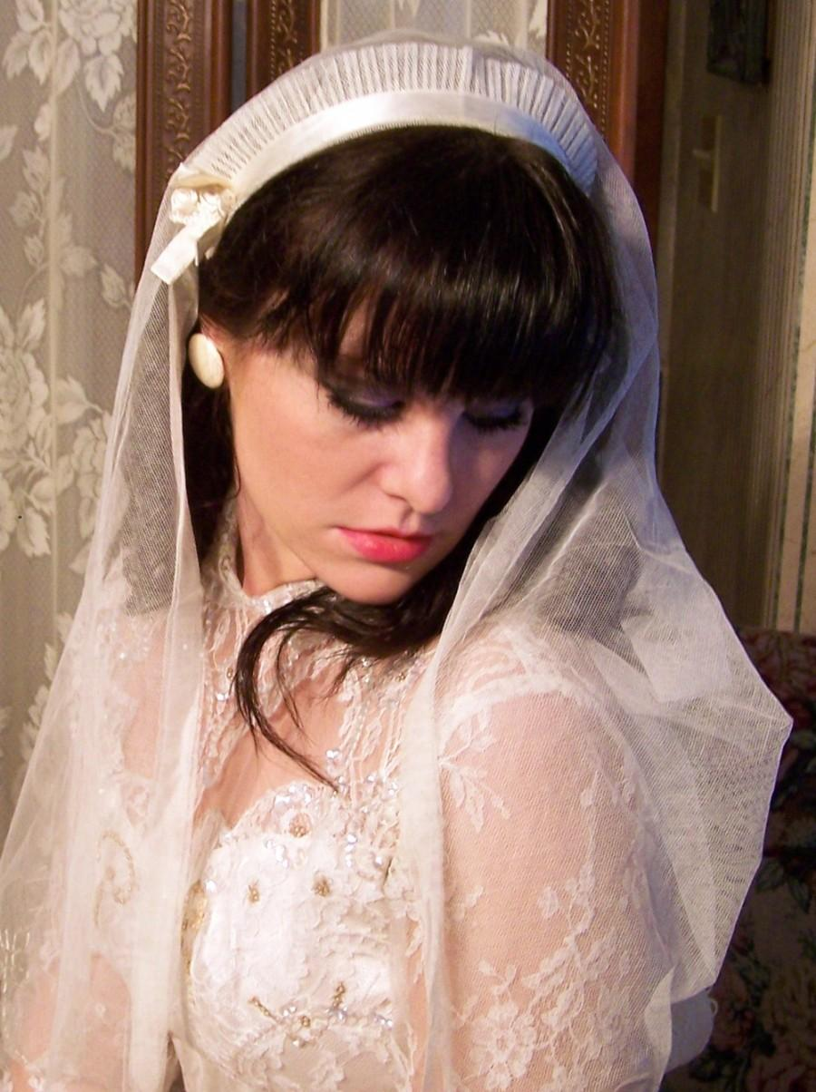 Mariage - Authentic  ANTIQUE 1920s 30s Ivory Embroidered Bridal English Net Veil MINT condition