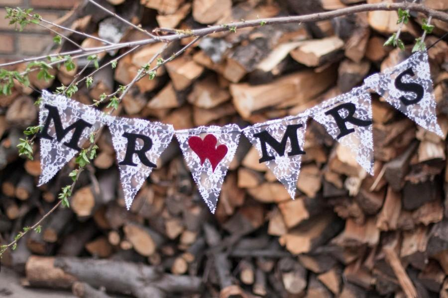 Свадьба - Lace MR & MRS Wedding Banner/ Wedding Banner with hearts/ Photography prop, bunting, sweetheart table