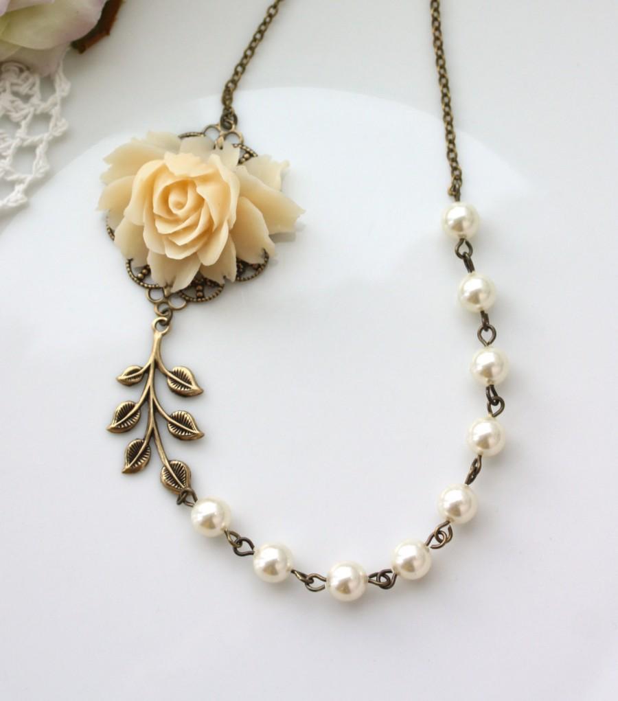 زفاف - Wedding Necklace, Cream Rose Flower Ivory Pearls, Brass Leaf Necklace. Wedding Bridal Vintage Inspired Bridesmaids Gifts. Maid of Honor Gift