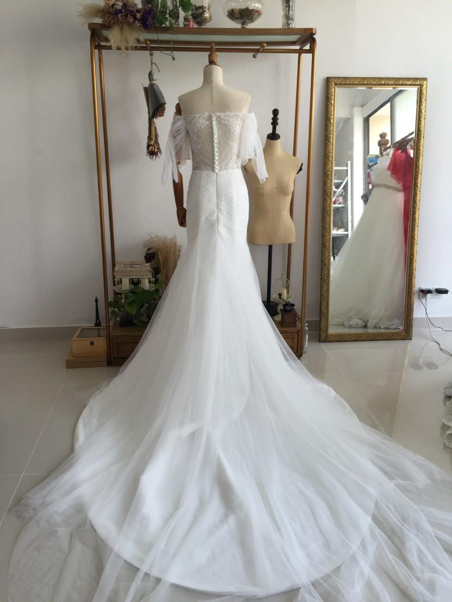Свадьба - Aliexpress.com : Buy Off the Shoulder Fit to Flare Pleated Tull Wedding Dress with Beading from Reliable wedding dresses large women suppliers on Gama Wedding Dress