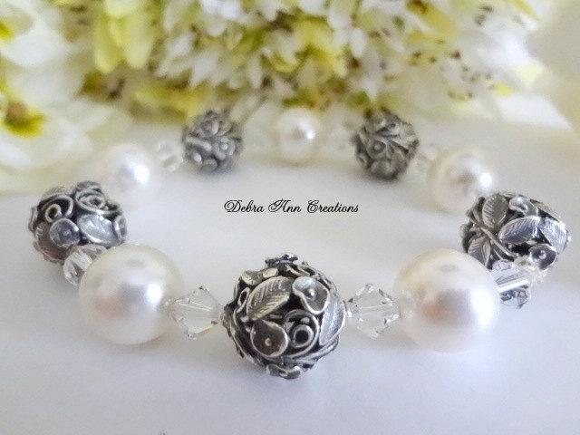 Mariage - Swarovski Crystal Pearl Bracelet Wedding Bracelet Antique Silver Bride Wedding Jewelry Vintage Bridal Jewelry Pearl Bridal Bracelet Formal