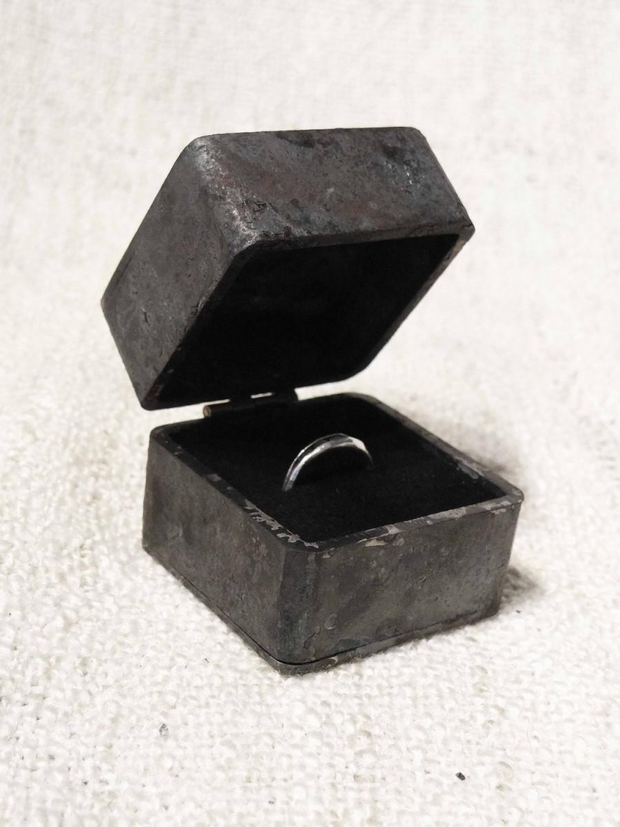 Mariage - Proposal engagement ring box - iron wedding ring box - engagement ring holder - steel anniversary gift - wedding present for him - romantic