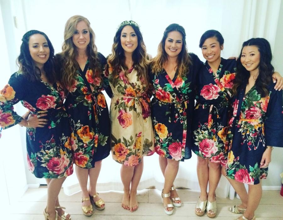 زفاف - Navy Blue Large Floral Blossom Bridesmaids Robe Sets Kimonos. Bridesmaids gifts. Getting ready robes. Bridal Party Robes. Floral Robes.