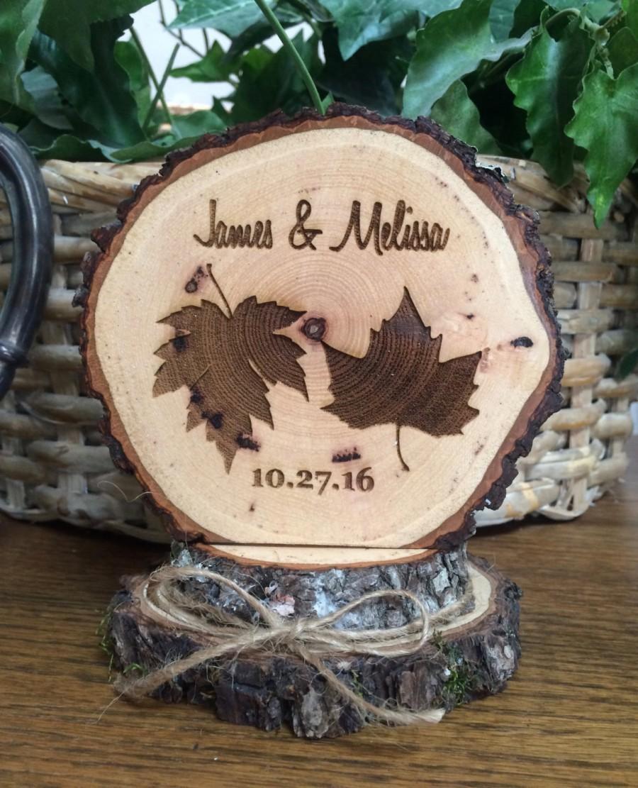 Свадьба - Woodland Leaves Rustic Wedding Cake Topper, Personalized Topper, Custom Topper, Barn Wedding,  Engraved Leaves Topper, Wedding Decor