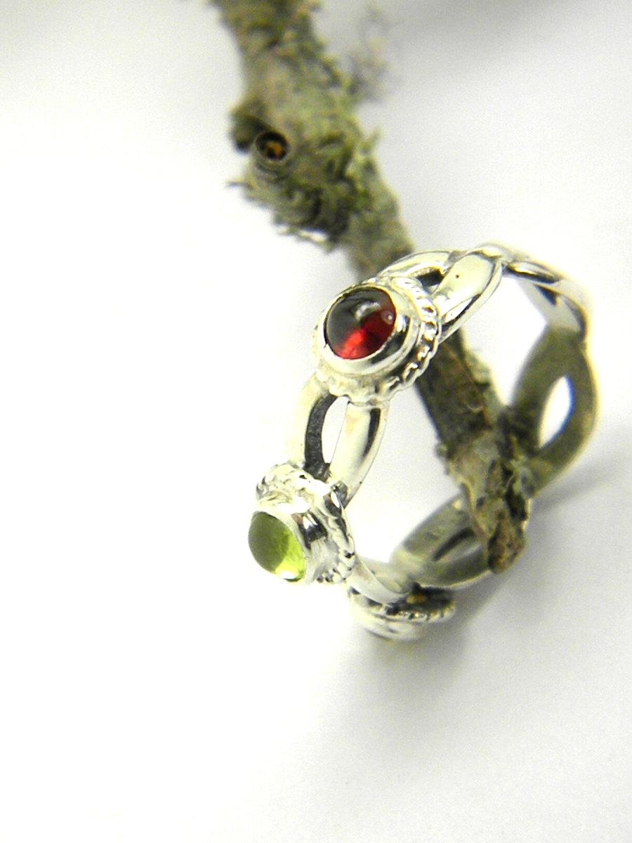 Boda - Sterling silver triple stone ring, multi stone silver ring, garnet, citrine, peridot natural gemstones, Celtic band three stone ring size 6