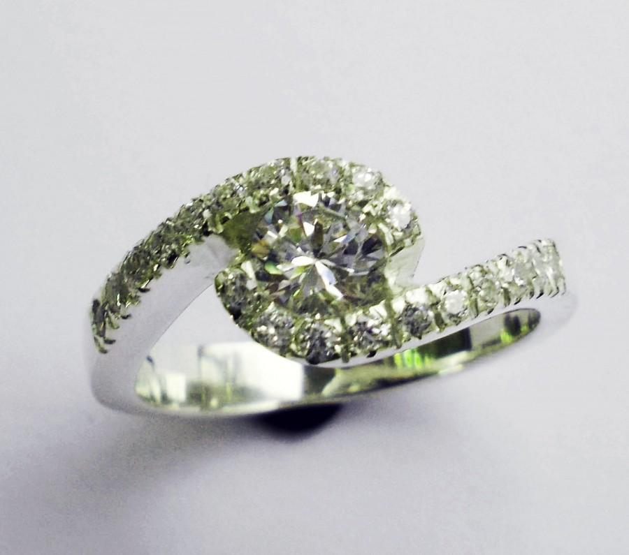 Mariage - Diamond Engagement ring .76 carat Round Diamonds Natural Diamonds White gold Design Cluster Halo Ring Wedding Ring Luxury Brides Promise