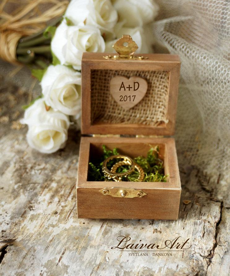 Свадьба - Personalized Wedding Rustic Ring Bearer Box Ring Pillow Box Rustic Vintage Wooden Ring Bearer Box