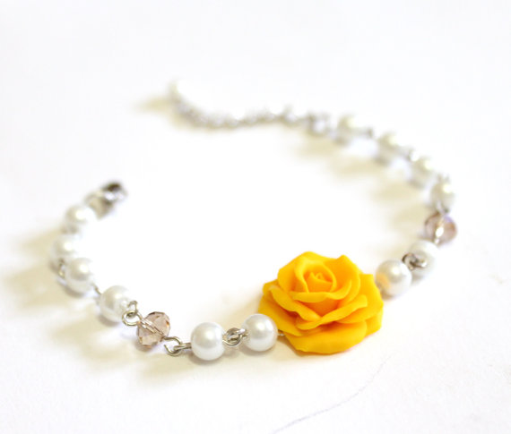 Boda - Yellow Rose and Pearls Bracelet, Rose Bracelet, Yellow Bridesmaid Jewelry, Yellow Rose Jewelry, Summer Jewelry