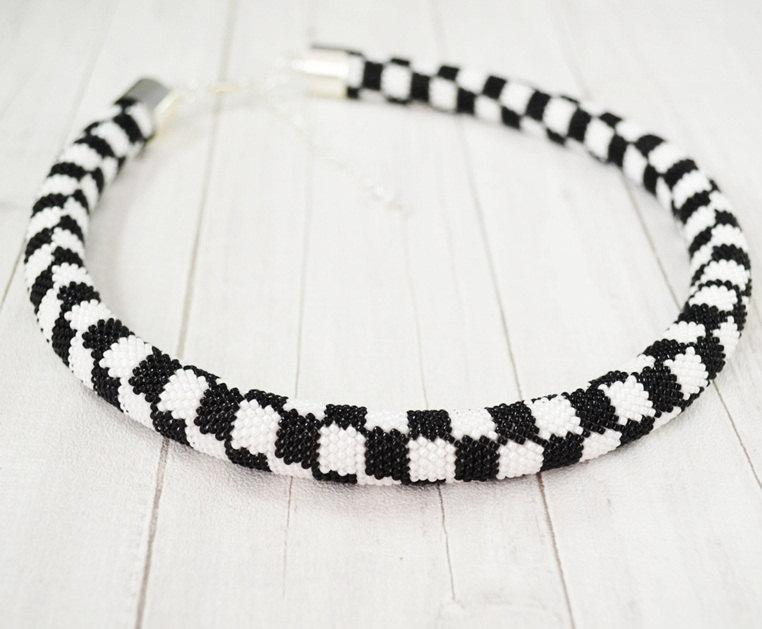 Necklace Black And White Checkerboard Pattern Crochet Hook