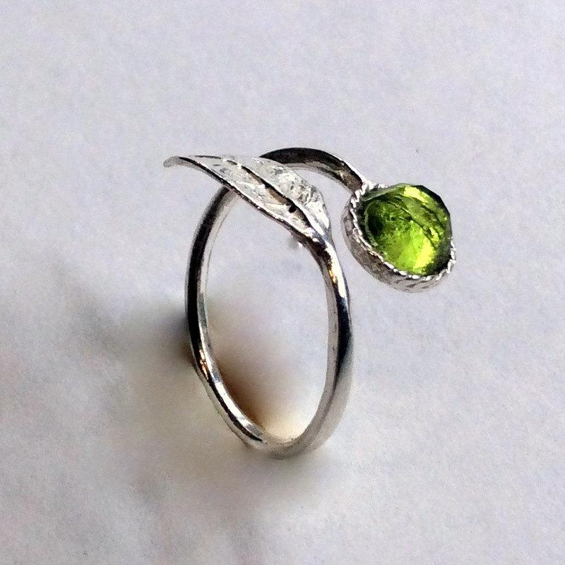 Mariage - Twig ring, leaf ring, silver ring, August birthstone ring, peridot ring, nature ring, boho ring, branch ring - Gone with the wind R2062-2