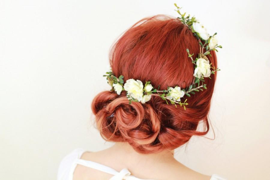 Mariage - Rustic wedding headpiece, bridal hair wreath, white flower crown, woodland hair crown, golden bridal hair piece, boxwood crown, succulents